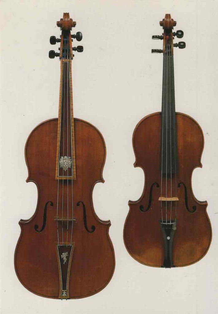 Indexation : Violon et violon ténor##Auteur : Antonio Stradivari##Légende : Viole ténor «médicéenne» (1690)##et violon «Médicis» (1716)##Firenze, Galleria dell' Accademia##Editeur : Giunti##Epoque : Moderne##Propriété : Art-026-mdv