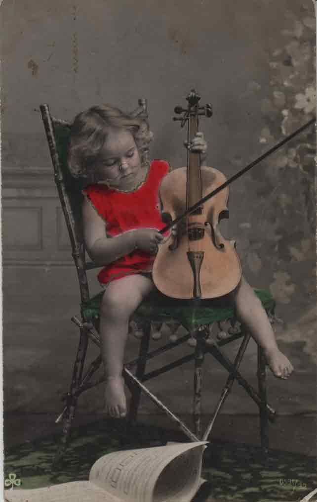 Indexation : Fillette violoniste##Editeur : SBW, 0531/32##Epoque : Ancienne##Date : 1908 (affranchissement)##Propriété : Enf-016-mdv