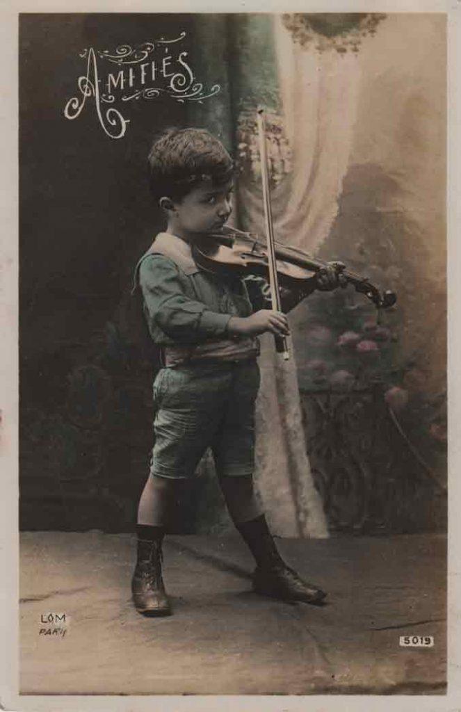 Indexation : Jeune violoniste##Légende : Amitiés##Editeur : LOM, Paris, 5019##Epoque : Ancienne##Date : 1911 (manuscrit)##Propriété : Enf-017bis-mdv