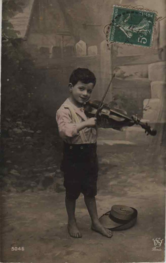 Indexation : Jeune violoniste##Editeur : W Paris, 5046##Epoque : Ancienne##Propriété : Enf-019-mdv