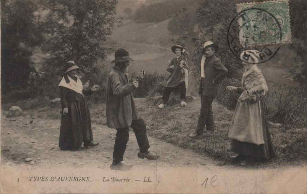 Indexation : Bourrée d'Auvergne##Légende : 3 Types d'Auvergne La Bourrée##Editeur : LL.##Epoque : Ancienne##Propriété : Folk-003-mdv
