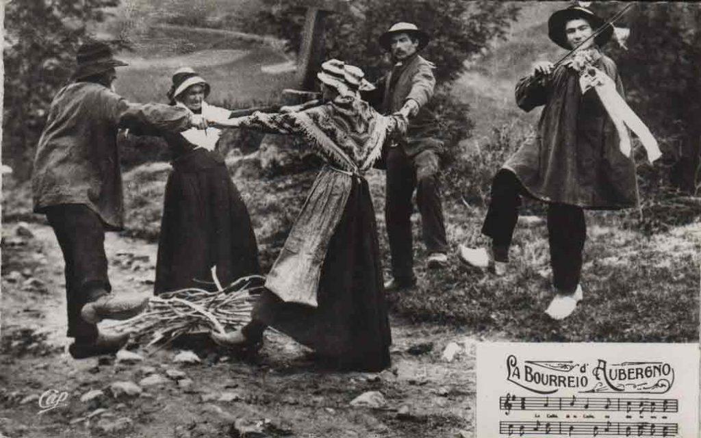 """Indexation : Bourrée d'Auvergne##Légende : """"La Bourréio d'Aubergno""""##Editeur : Cap##Epoque : Moderne##Propriété : Folk-004-mdv"""
