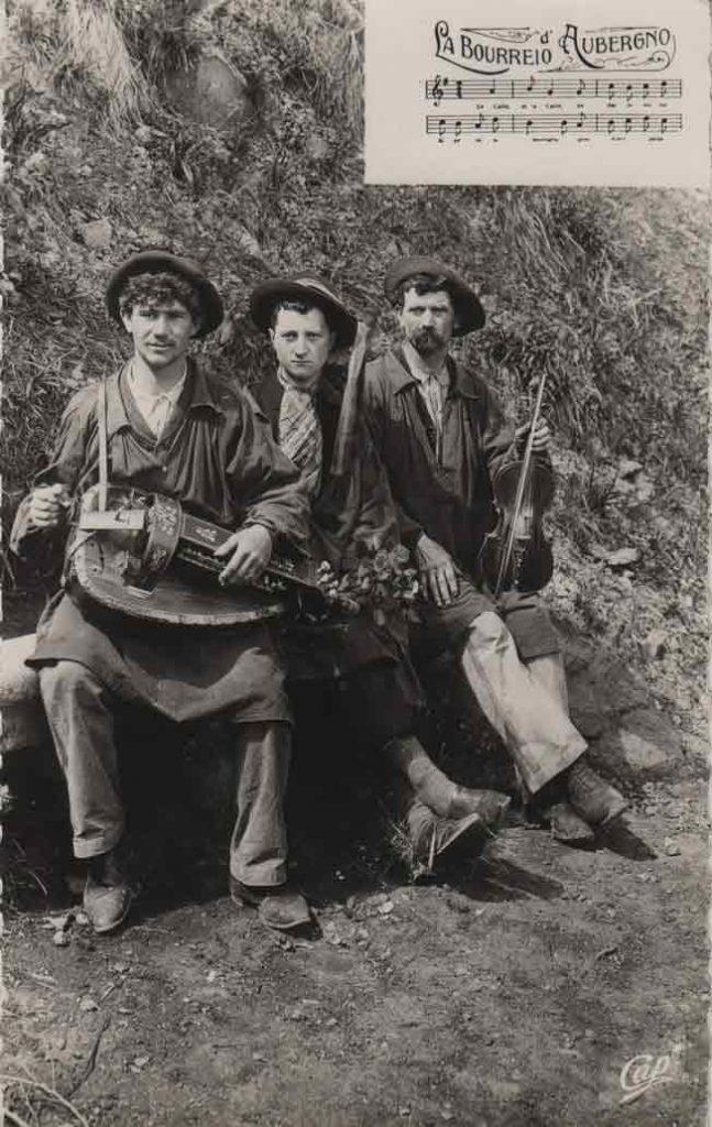 """Indexation : Bourrée d'Auvergne violon vielle à roue##Légende : """"La bourrieo d'Aubergno""""##Editeur : C. A. P.##Epoque : Ancienne##Propriété : Folk-005-mdv"""