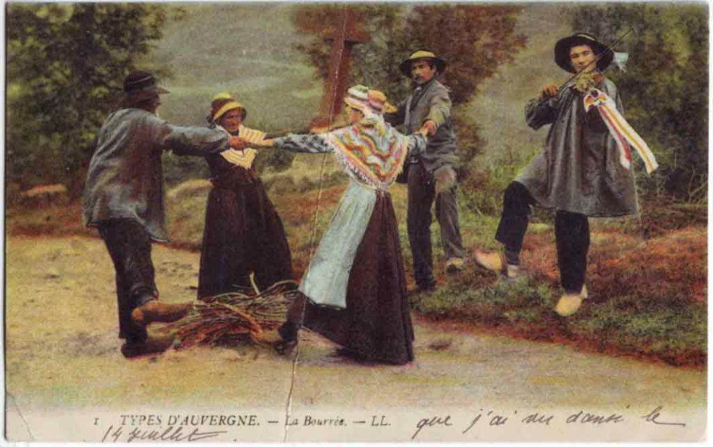 Indexation : Bourrée d'Auvergne##Légende : Types d'Auvergne La Bourrée##Editeur : LL.##Epoque : Ancienne##Propriété : Folk-018-JLR