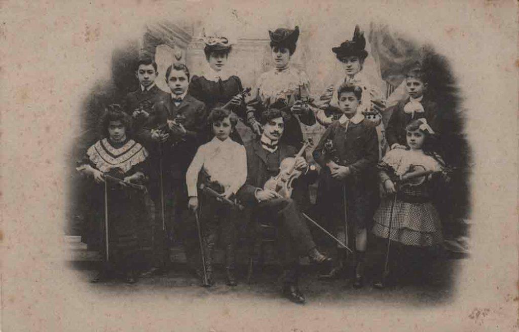 Indexation : Orchestre de violon##Epoque : Ancienne##Date : 1906 (affranchissement)##Propriété : Gem-008-mdv