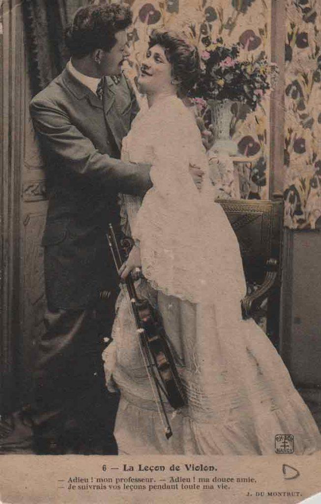 Indexation : Couple amoureux##Légende : 6 – La leçon de violon##- Adieu! mon professeur.##- Adieu! Ma douce amie.##-Je suivrais vos leçons pendant toute ma vie.##Editeur : P. H. et Cie, Nancy##Epoque : Ancienne##Propriété : Por-046-mdv