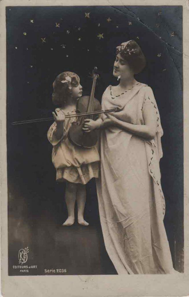Indexation : Femme et fillette au violon##Editeur : Éditeurs d'Art, Paris, Série 2036##Epoque : Ancienne##Propriété : Série13,01-mdv