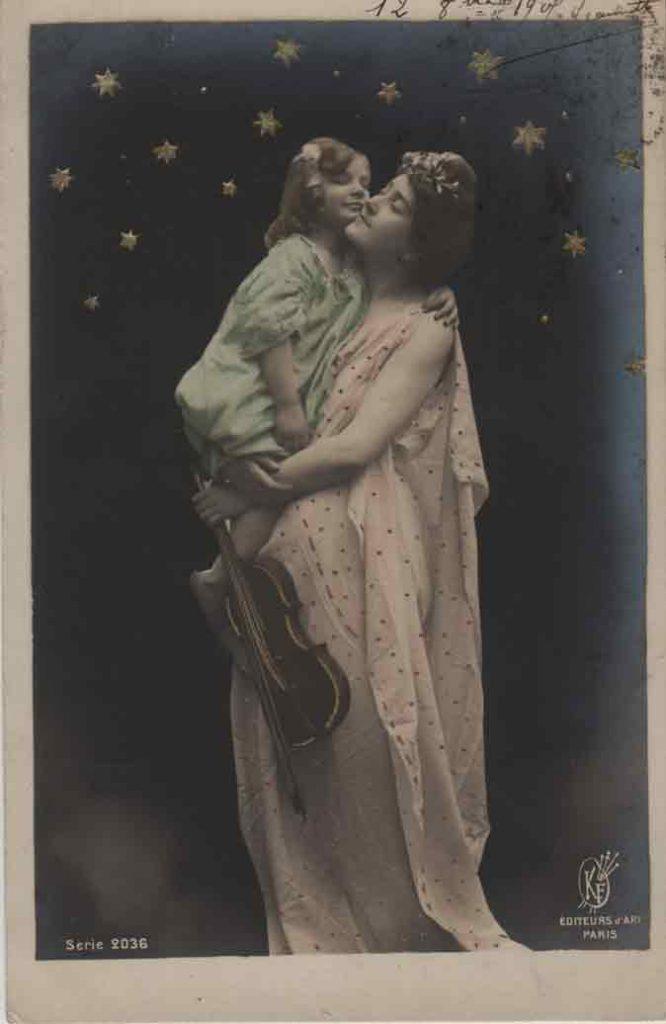Indexation : Femme et fillette au violon##Editeur : Éditeurs d'Art, Paris, Série 2036##Epoque : Ancienne##Propriété : Série13,02-mdv