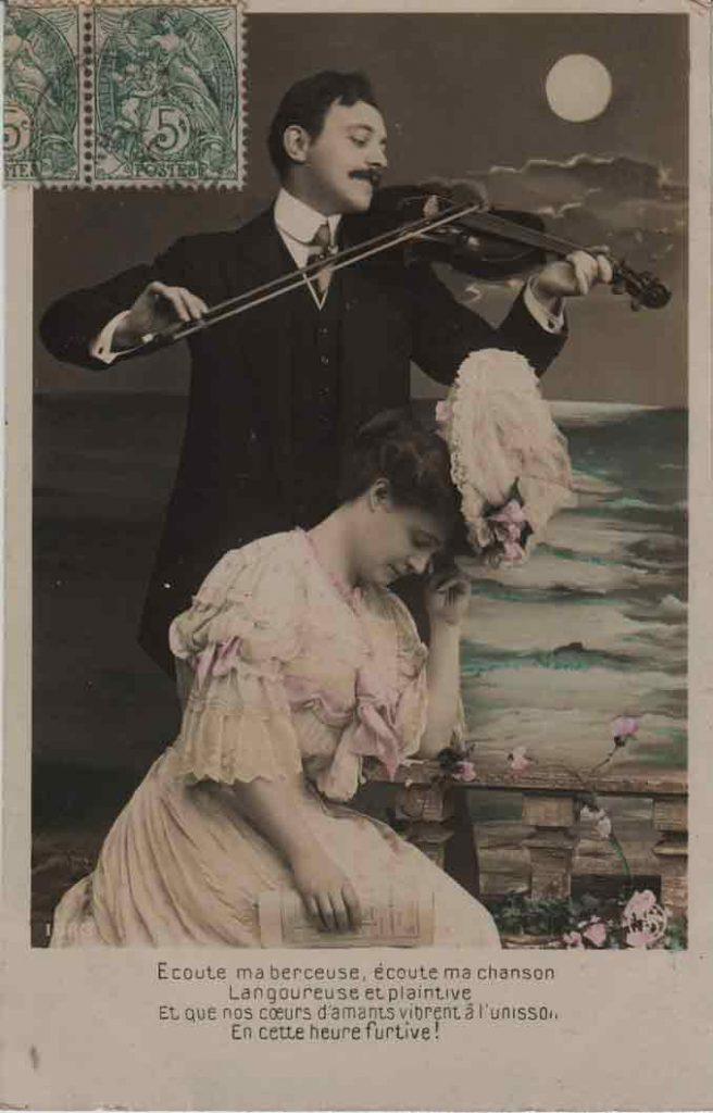Indexation : Romance au violon##Légende : Écoute ma berceuse, écoute ma chanson##Langoureuse et plaintive##Et que nos cœurs d'amants vibrent à l'unisson##En cette heure furtive.##Editeur : SIP, 1663##Epoque : Ancienne##Date : 1907 (manuscrit)##Propriété : Série14,08-mdv