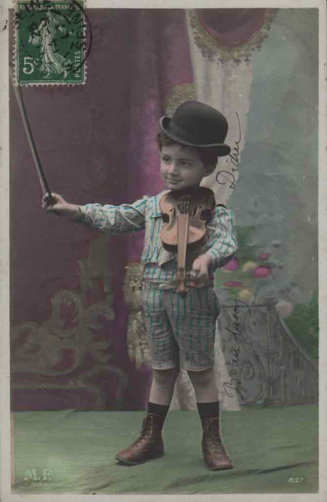 Indexation : Jeune garçon violoniste##Editeur : LOM, Paris##Epoque : Ancienne##Propriété : Série15,01-mdv