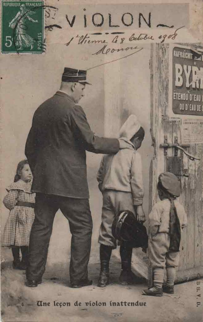 """Indexation : Enfant """"voleur"""" violoniste##Légende : Une leçon de violon inattendue##Editeur : C. BB V. D.##Epoque : Ancienne##Date : 1906 (manuscrit)##Propriété : Série02,04-mdv"""