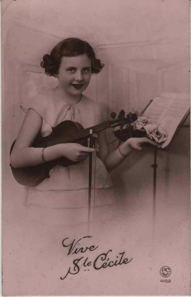 Indexation : Une violoniste##Légende : Vive Ste Cécile##Editeur : P. C. Paris, 4162##Epoque : Ancienne##Propriété : Série05,01-mdv