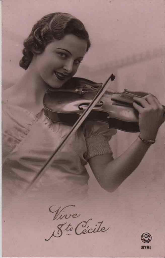 Indexation : Une violoniste##Légende : Vive Ste Cécile##Editeur : Fox Paris,3751##Epoque : Ancienne##Propriété : Série05,02-mdv