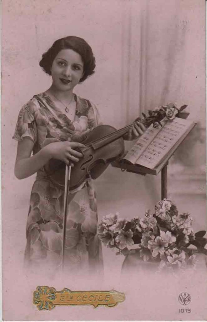 Indexation : Une violoniste##Légende : Ste Cécile##Editeur : A. Noyer, 1073##Epoque : Ancienne##Propriété : Série05,03-mdv