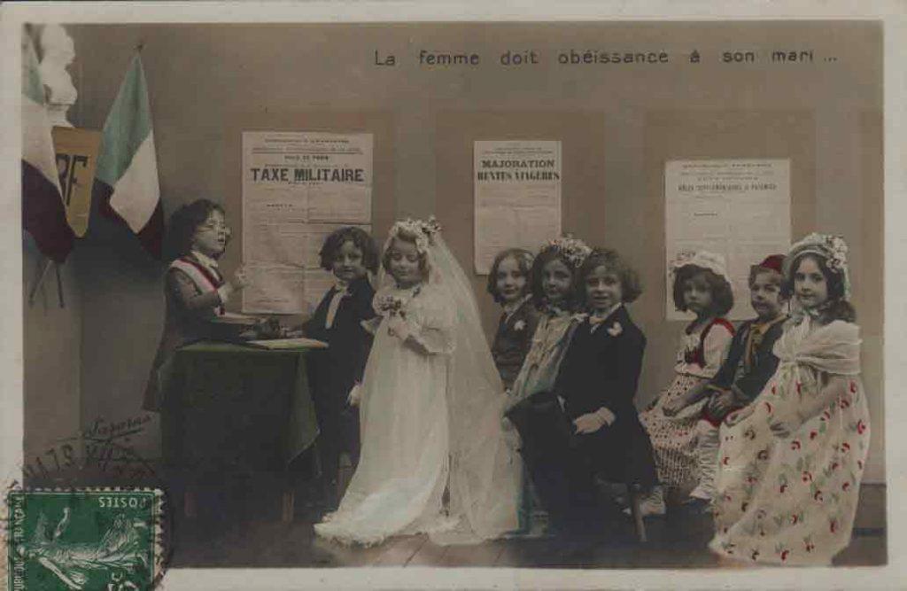Indexation : Noce enfantine##Légende : La femme doit obéissance à son mari...##Photo : Sazerac##Editeur : Croissant Paris ##Epoque : Ancienne##Propriété : Série08,02-mdv