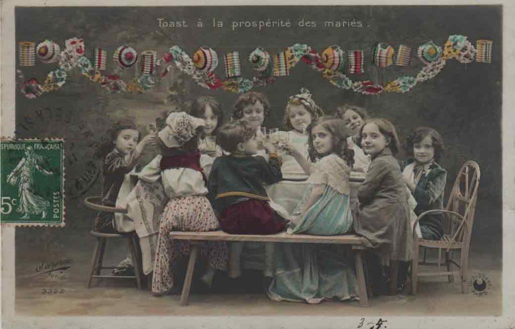 Indexation : Noce enfantine##Légende : Toast à la prospérité des mariés.##Photo : Sazerac##Editeur : Croissant Paris ##Epoque : Ancienne##Propriété : Série08,03-mdv