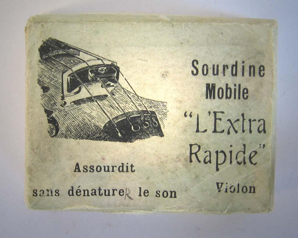 """Indexation : Boite à sourdine##Légende : """"L'Extra-Rapide""""##Propriété : Srd-040-mdv"""