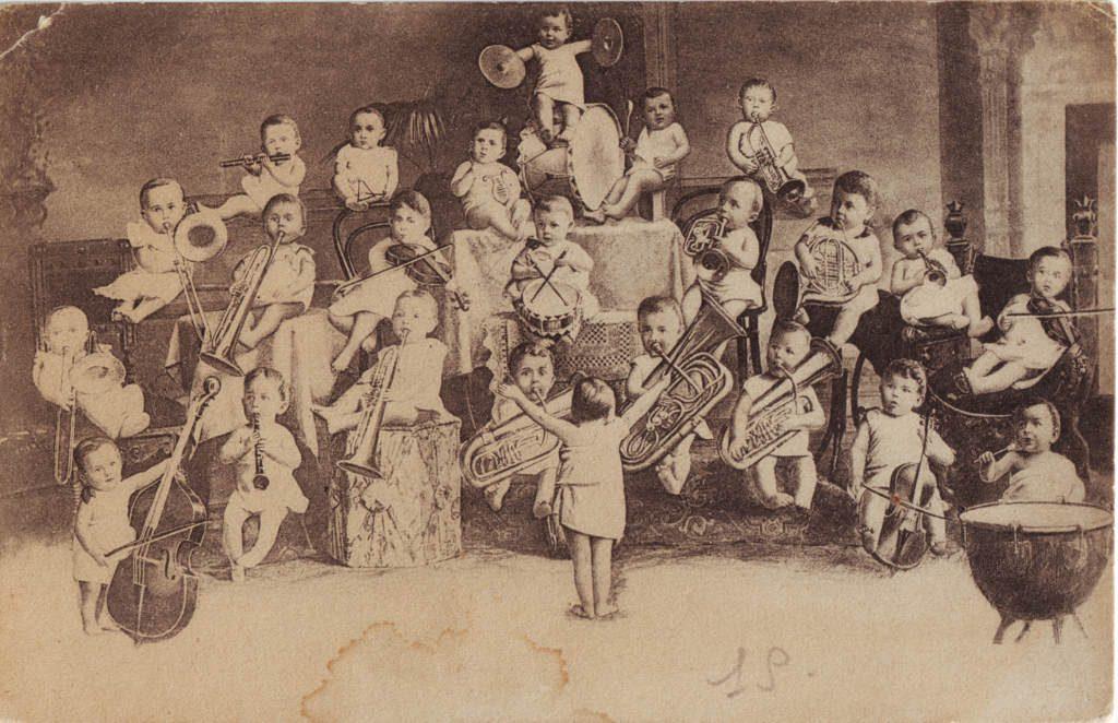 Indexation : Orchestre d'enfants##Epoque : Moderne##Propriété : Des-070-Roy