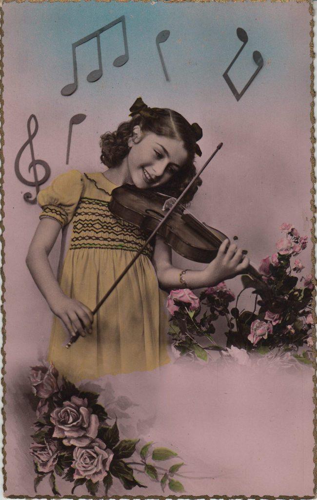 Indexation : Fillette violoniste##Epoque : Ancienne##Propriété : Enf-020-mdv