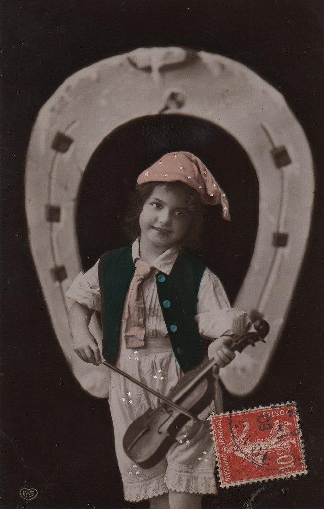 Indexation : Jeune violoniste##Editeur : EAS##Epoque : Ancienne##Propriété : Enf-023-mdv