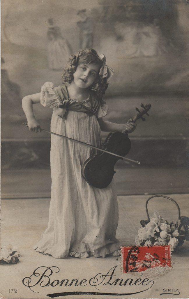 """Indexation : Fillette violoniste##Légende : """"Bonne Année""""##Editeur : Sirius 172##Epoque : Ancienne##Propriété : Enf-026-mdv"""