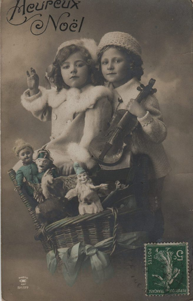"""Indexation : Enfant au violon##Légende : """"Heureux Noël""""##Editeur : Photo Art, S 177##Epoque : Ancienne##Propriété : Enf-032-mdv"""