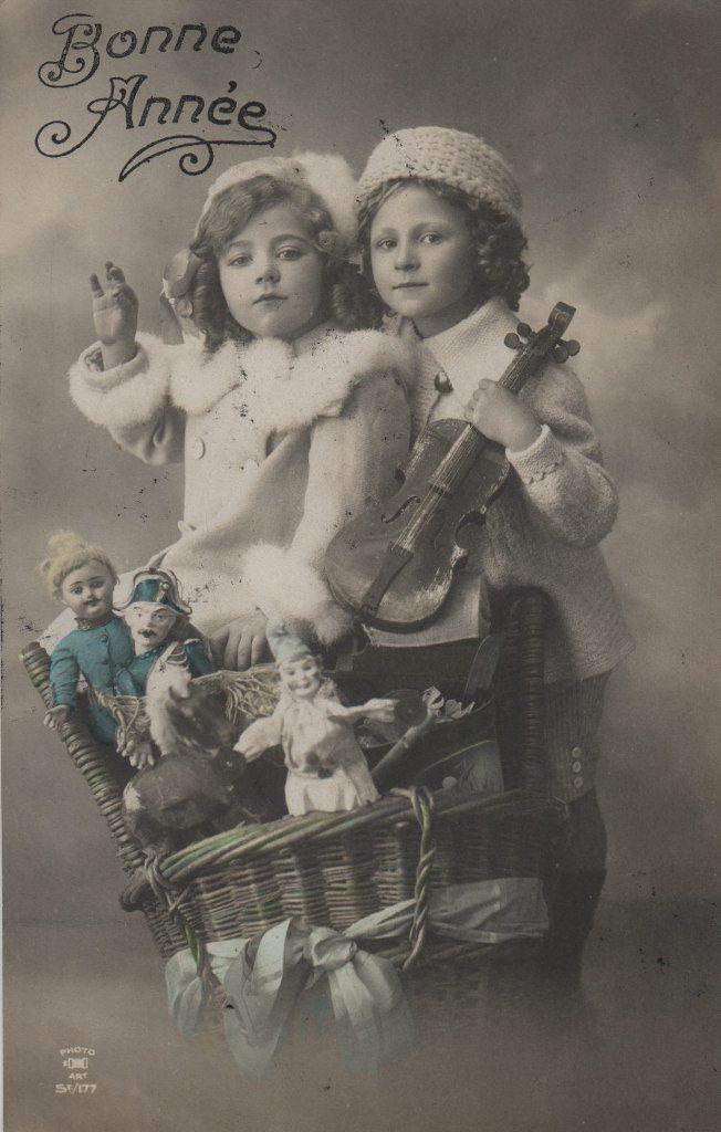 """Indexation : Enfant au violon##Légende : """"Bonne Année""""##Editeur : Photo Art, S 177##Epoque : Ancienne##Propriété : Enf-034-mdv"""