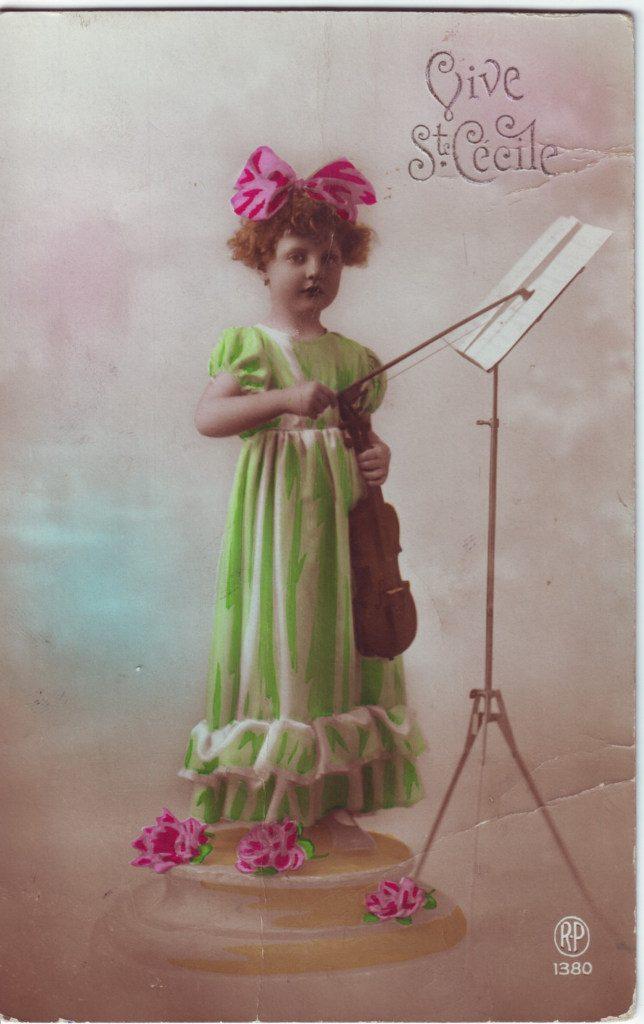 """Indexation : Fillette violoniste##Légende : """"Vive Ste Cécile""""##Editeur : RP, 1380##Epoque : Ancienne##Propriété : Enf-042-Roy"""