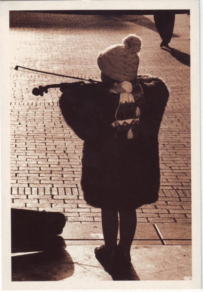Indexation : Jeune violoniste##Epoque : Moderne##Propriété : Enf-056-Roy