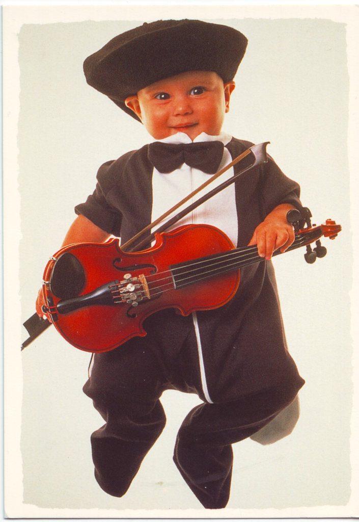 Indexation : Bébé au violon##Epoque : Moderne##Propriété : Enf-059-mdv