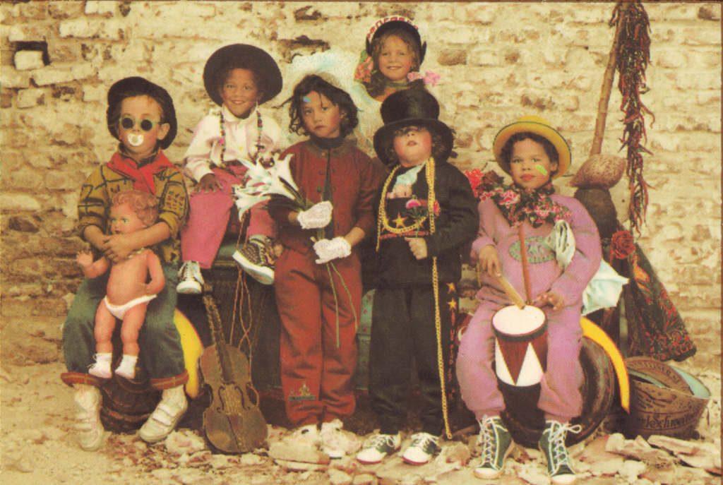 Indexation : Orchestre d'enfants##Epoque : Moderne##Propriété : Enf-061-Roy