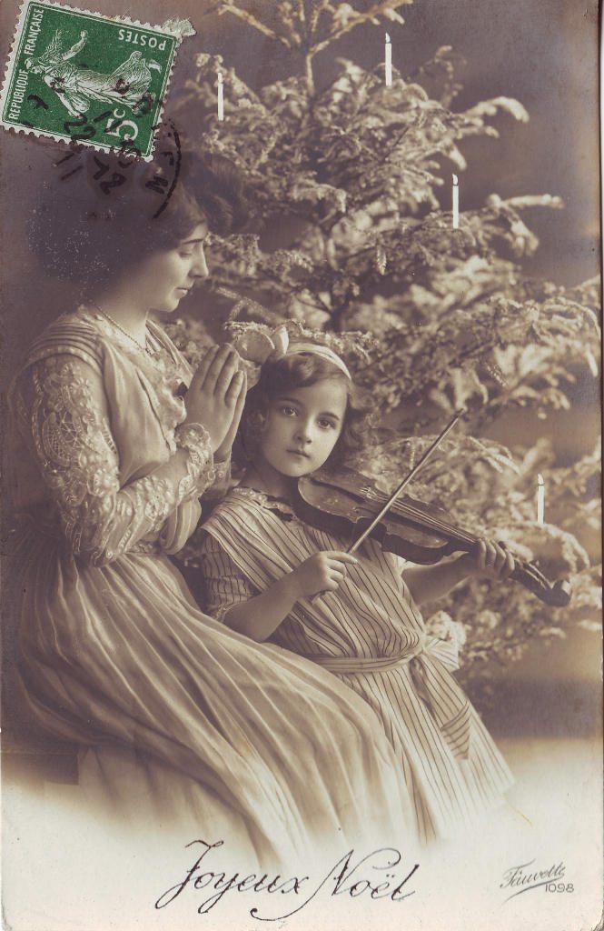 """Indexation : Fillette au violon##Légende : """"Joyeux Noël""""##Editeur : Fauvette, 1092##Epoque : Ancienne##Propriété : Enf-065-Roy"""