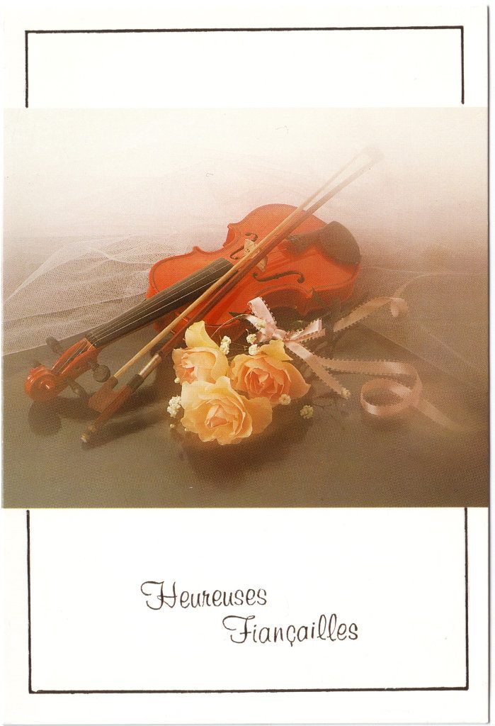 """Indexation : Violon, roses##Légende : """"Heureuses fiancailles""""##Epoque : Moderne##Propriété : Fan-042-Roy"""
