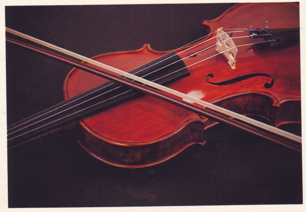 Indexation : Violon##Epoque : Moderne##Propriété : Fan-060-Roy