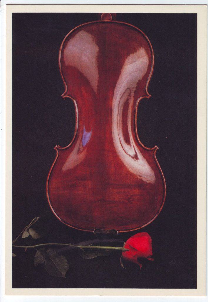Indexation : Violon, rose##Epoque : Moderne##Propriété : Fan-062-Roy