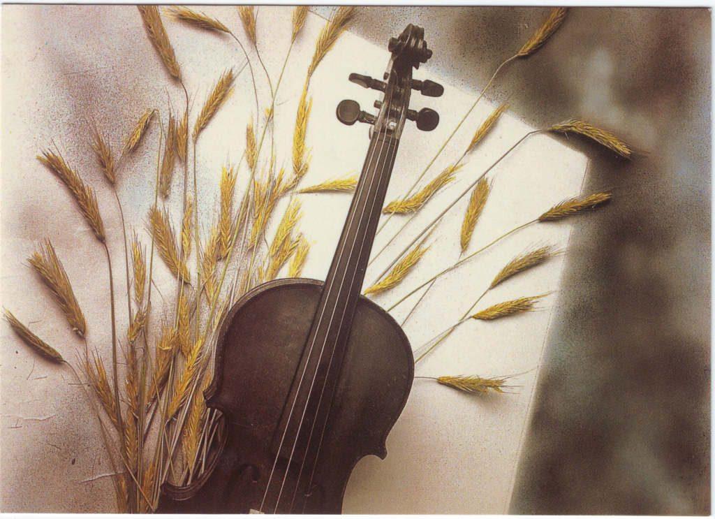 Indexation : Violon, épis de blé##Epoque : Moderne##Propriété : Fan-066-Roy