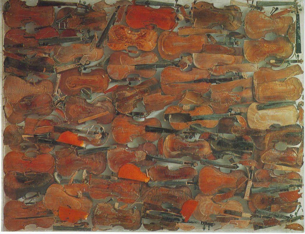 Indexation : Amas de violons##Epoque : Moderne##Propriété : Fan-069-Roy