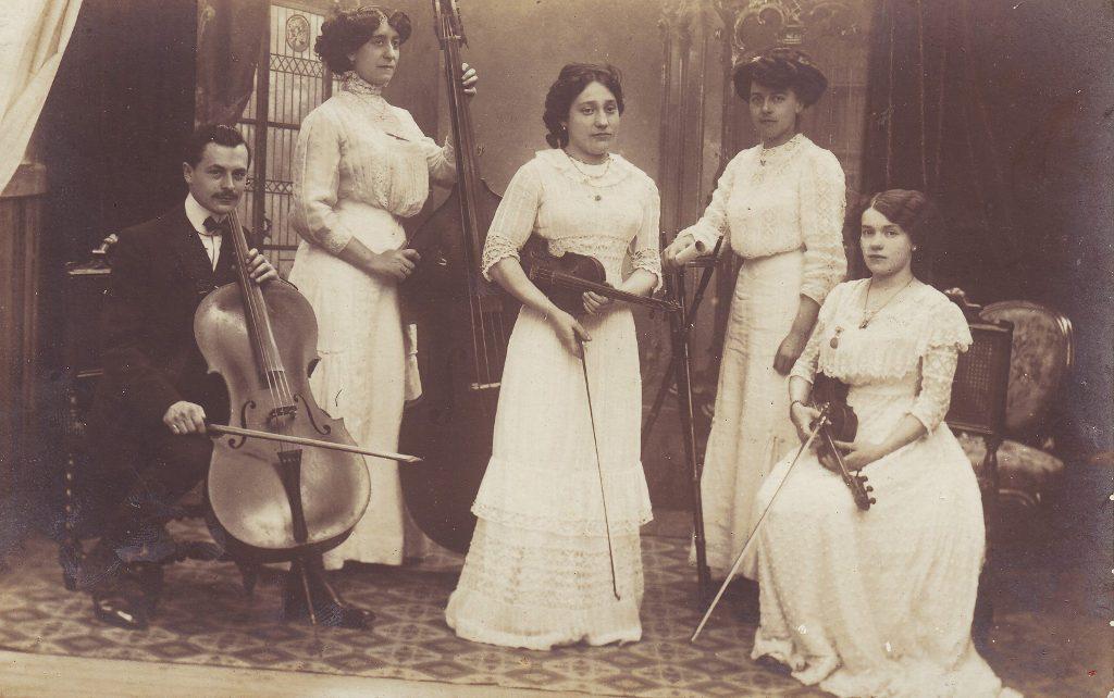 Indexation : Orchestre de chambre##Epoque : Ancienne##Propriété : Gem-019-Roy