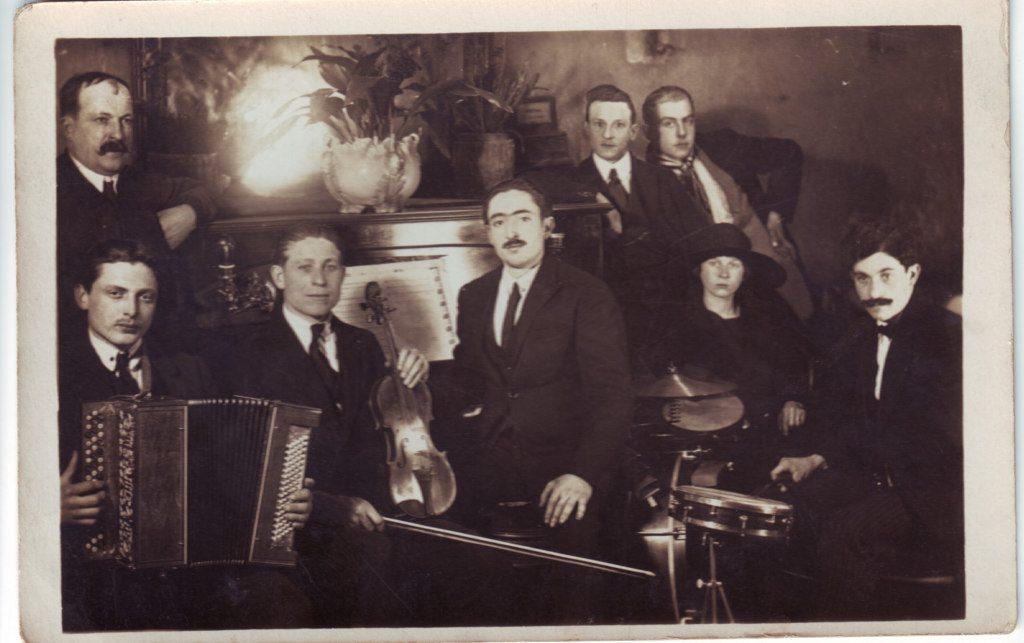 Indexation : Petit orchestre de bal##Epoque : Ancienne##Propriété : Gem-020-Roy