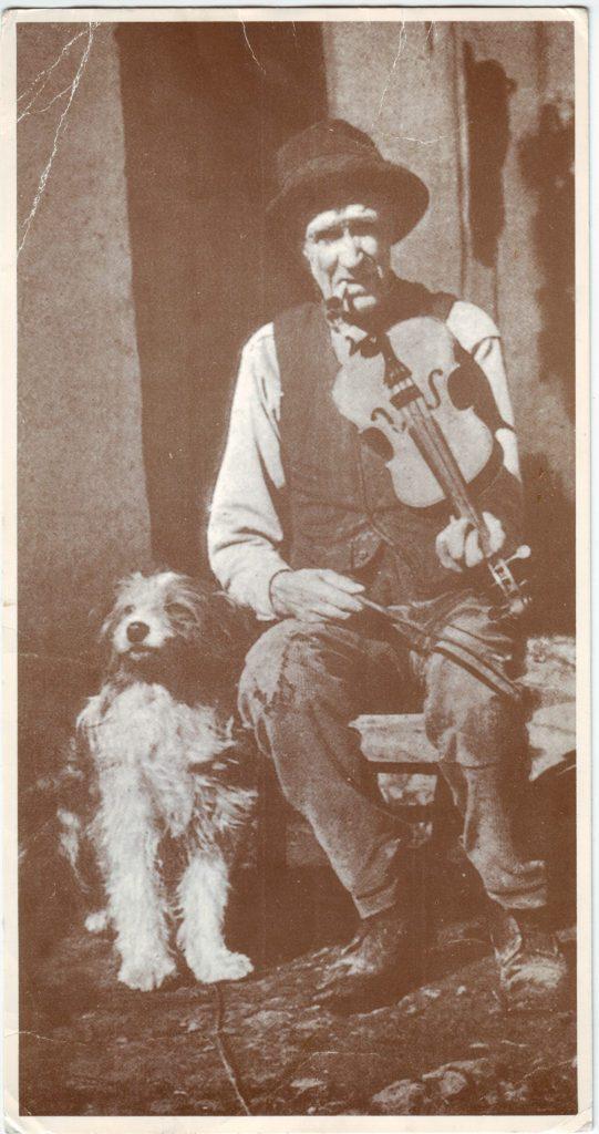 Indexation : Violoneux et son chien##Epoque : Ancienne##Propriété : Gem-030-Roy