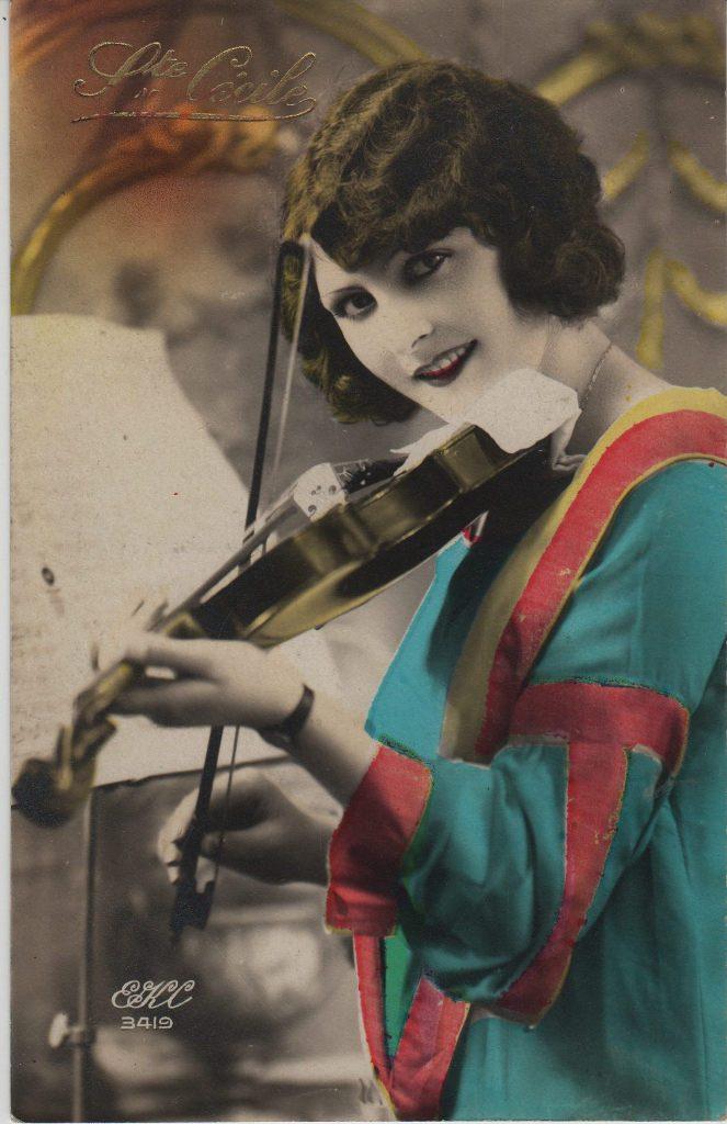 """Indexation : Femme au violon##Légende : """"Ste Cécile""""##Editeur : EKC, 3419##Epoque : Ancienne##Propriété : Por-006-mdv"""