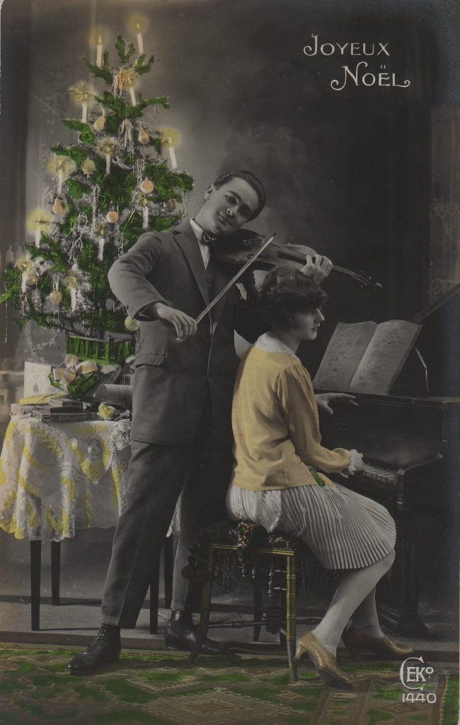 """Indexation : Duo piano violon##Légende :""""Joyeux Noël""""##Editeur : CEK, 1440##Epoque : Ancienne##Propriété : Por-007-mdv"""