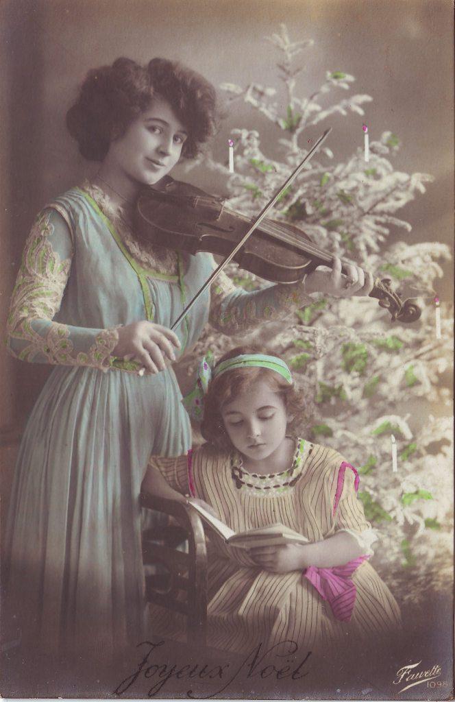 """Indexation : Femme au violon, jeune lectrice##Légende : """"Joyeux Noël""""##Editeur : Fauvette, 1098##Epoque : Ancienne##Propriété : Por-016-Roy"""