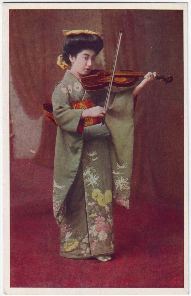 Indexation : Femme au violon##Epoque : Ancienne##Propriété : Por-025-Roy