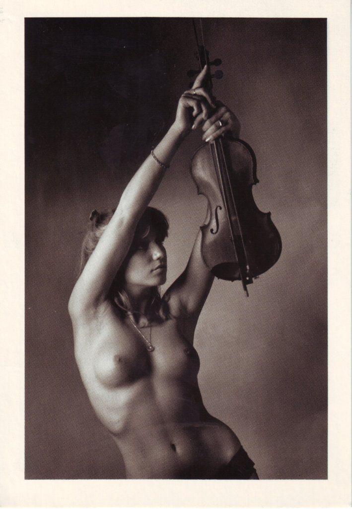 Indexation : Nue au violon##Epoque : Moderne##Propriété : Por-026-Roy