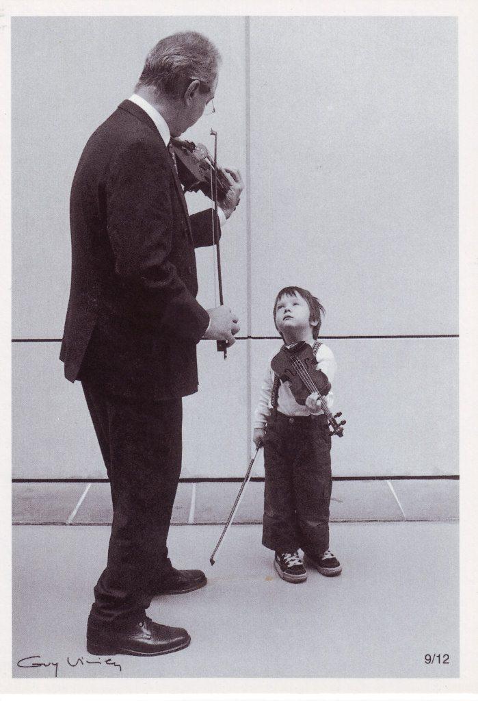 Indexation : Violoniste, enfant au violon##Cliché : Guy Vivien, 9/12##Epoque : Moderne##Propriété : Por-034-Roy