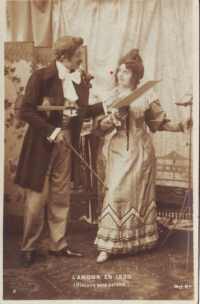 """Indexation : Violoniste, femme##Légende : """"L'amour en 1830.##(Histoire sans parole)""""##Editeur : J. K., 2##Epoque : Ancienne##Propriété : Por-041-Roy"""