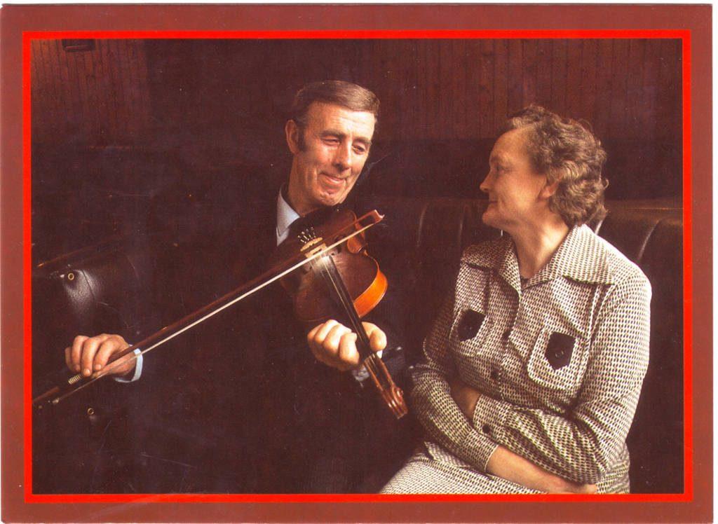 Indexation : Violoniste, femme##Epoque : Moderne##Propriété : Por-043-Roy
