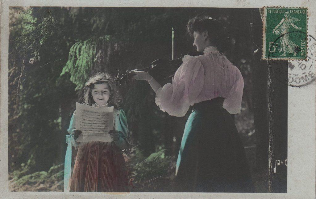 Indexation : femme au violon et jeune chanteuse##Epoque : Ancienne##Propriété : Por-048-Roy