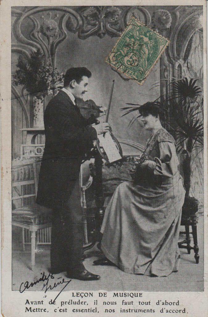 """Indexation : Romance au violon##Légende : """"Leçon de musique##Avant de préluder, il vous faut tout d'abord,##Mettre, c'est l'essenciel, nos instruments d'accord.""""##Epoque : Ancienne##Propriété : Série10,01-mdv"""